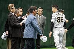 昨春の阪神キャンプでは多くのOBが矢野監督を表敬訪問したが…