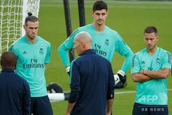 欧州チャンピオンズリーグのパリ・サンジェルマン戦を控え、トレーニングに臨むレアル・マドリードの(左から)ギャレス・ベイル、ティボー・クルトワ、エデン・アザール(2019年9月17日撮影)。(c)GEOFFROY VAN DER HASSELT / AFP