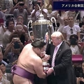 トランプ氏が大相撲を観戦 表彰状を英語で読み上げ大きな歓声