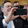 ドイツ・テューリンゲン州のボド・ラメロウ首相(2020年3月4日撮影)。(c)Jens Schlueter / AFP