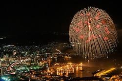 第15回させぼシーサイドフェスティバル2019 / ダイナミックな花火と大胆な演出が目玉/写真提供:佐世保観光コンベンション協会
