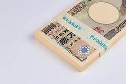 ようやく貯めた100万円を安全に運用するためには、元本保証で少しでも高金利の商品に預けることが鉄則です。満期前に解約すると元本割れする可能性もあるので、その資金をいつまで預けておけるかが、商品選びのポイントになります。
