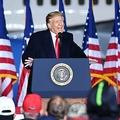 米ウィスコンシン州の空港で開催した選挙集会で演説するドナルド・トランプ大統領(2020年9月17日撮影)。(c)MANDEL NGAN / AFP