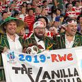 試合前からスタンドで盛り上がる南アフリカのファン=上田潤撮影