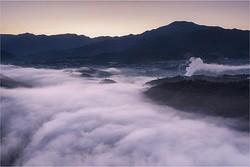 10月上旬の早朝に撮影。木曽川から発生する霧が雲のように見える絶景スポット。霧の発生率はかなり高いそう / 苗木城跡