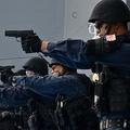 海賊対処活動に派遣され、訓練中の自衛隊員(防衛省提供)