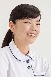 後閑愛実(ごかん・めぐみ)  正看護師。BLS(一次救命処置)及びACLS(二次救命処置)インストラクター。看取りコミュニケーター  看護師だった母親の影響を受け、幼少時より看護師を目指す。2002年、群馬パース看護短期大学卒業、2003年より看護師として病院勤務を開始する。以来、1000人以上の患者と関わり、さまざまな看取りを経験する中で、どうしたら人は幸せな最期を迎えられるようになるのかを日々考えるようになる。看取ってきた患者から学んだことを生かして、「最期まで笑顔で生ききる生き方をサポートしたい」と2013年より看取りコミュニケーション講師として研修や講演活動を始める。また、穏やかな死のために突然死を防ぎたいという思いからBLSインストラクターの資格を取得後、啓発活動も始め、医療従事者を対象としたACLS講習の講師も務める。現在は病院に非常勤の看護師として勤務しながら、研修、講演、執筆などを行っている。著書に『後悔しない死の迎え方』(ダイヤモンド社)がある。