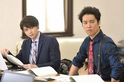 """""""刑事""""桐谷健太、自白を取って3人を送検!しかし、検察の取り調べでは…<ケイジとケンジ>"""