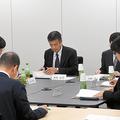 加害側教諭4人の給与停止を決めた神戸市教委の臨時会議=2019年10月31日、神戸市中央区