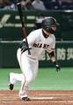 15日の阪神戦の4回無死二塁、丸は同点タイムリーを放つ(撮影・森沢裕)