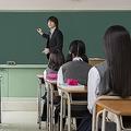 学校の授業再開、会社が通常業務に戻ったときのリスクが心配される