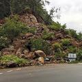 道路沿いの岩山が崩れ、信号機などが巻き込まれた=8月25日午前5時40分ごろ、福島県いわき市鹿島町久保2丁目、福島県提供