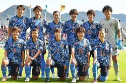 新ユニフォームがお披露目となった、なでしこジャパン。11月10日の南アフリカ戦は2−0で勝利を収めた。写真:早草紀子