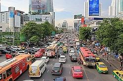 タイ政府が日本を参考にした厳しい交通ルールのもとで同国の交通状況の改善をめざすという。(イメージ写真提供:123RF)