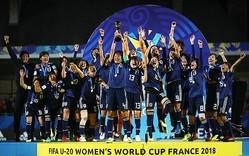 フランスの夜空に歓喜の咆哮を轟かせるヤングなでしこ。日本は6試合を戦って15得点・3失点という圧倒的な数字を残した。(C)Getty Images