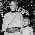 5歳になる直前に父を心筋梗塞で亡くした猪木寛至は「何でも世界一になれ」が口癖の祖父・寿郎さん(左)を親代わりに育った。