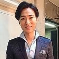 「のど自慢」の衣装姿の山内惠介さん(画像は公式ブログより)