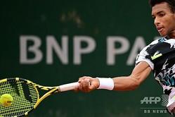 男子テニス、ベット1ハルクス室内、シングルス決勝に進出したフェリックス・オジェ・アリアシム(2020年9月28日撮影、資料写真)。(c)MARTIN BUREAU / AFP