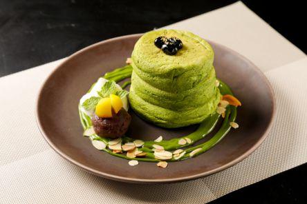 京都ならではの限定スイーツに夢中! ぜ〜んぶ抹茶のふわふわグリーンのパンケーキ