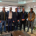 エジプトのクラブと契約したイズ・アル=ディン・バハデル(中央)【写真:フェイスブックより】