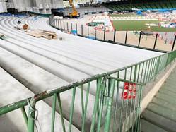 芝生からコンクリートに。生まれ変わる最中のメットライフドーム外野席(西武球団提供)