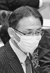 (写真)質問する塩川鉄也議員=11日、衆院内閣委