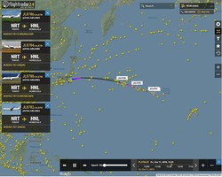 10月12日未明の様子をとらえた「フライトレーダー24」の画像。普段よりも多くの飛行機がハワイに向かっている