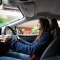 炎天下に駐車後の車内を素早く冷やす方法 エアコンを使い窓を全開に