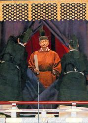 玉座「高御座」に立ち、「即位礼正殿の儀」に臨む天皇陛下=2019年10月22日午後1時12分、皇居・宮殿「松の間」、代表撮影