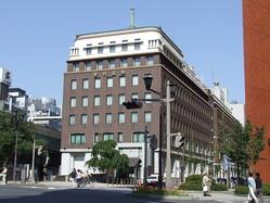 野村ホールディングス本社(Lover of Romanceさん撮影、Wikimedia Commonsより)