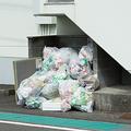 袋を開ける「ゴミ奉行」善意の行動でもプライバシー侵害で違法