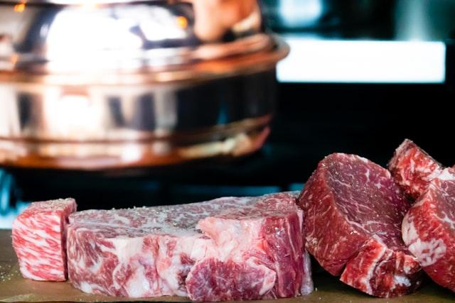 肉を解凍するときのポイント!おいしく食べられるおすすめの方法とは?