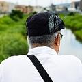 日本のおじさんは孤独度が世界トップレベル