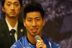 今季、金沢から加入した加藤。スピードに乗ったドリブルと前線への鋭い飛び出しでゴールを目指す。写真:田中一生