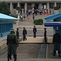 12日、韓国・朝鮮日報などによると、朝鮮半島の南北軍事境界線に位置する板門店の共同警備区域(JSA)で脱北した北朝鮮兵に、韓国企業から「一生分のチョコパイ」が提供されることになった。写真は板門店。