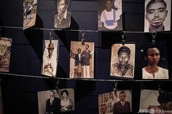 ルワンダの首都キガリにあるキガリ虐殺記念館に展示されている犠牲者の写真(2021年4月7日撮影)。(c)Simon Wohlfahrt / AFP