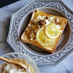 パンの上に贅沢のせ!目もおなかも満たされるフルーツトースト14選