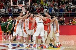 FIBAバスケットボール・ワールドカップ、準決勝、スペイン対オーストラリア。勝利を喜ぶスペインの選手(2019年9月13日撮影)。(c)NOEL CELIS / AFP