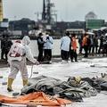 インドネシア・ジャカルタの港で、スリウィジャヤ航空SJ182便の墜落現場から収容された遺体の一部が入った袋(2021年1月10日撮影)。(c)ADITYA AJI / AFP