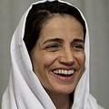 イラン・テヘランの自宅でAFPの取材に応じる人権派弁護士のナスリーン・ソトゥーデ氏(2013年9月18日撮影)。(c)BEHROUZ MEHRI / AFP