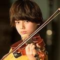 ドラマデビューを果たした翔が劇中でバイオリンを弾く姿を激撮!/撮影:龍田浩之