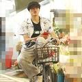 6月初旬の夜、スーパーでの買い出しをすませると、自転車をこいでバーへと向かった