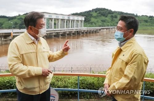 文大統領 臨津江のダム視察=北朝鮮の放流に「残念」