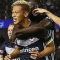 約半年でチームの中心となった本田。そんな日本サッカー界のカリスマを仲間たちも絶賛している。 (C) Getty Images