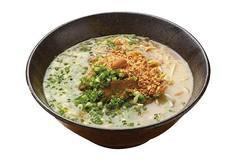 かくれの里 里山の麺処と和布あそび あら木 / アーモンドラーメン(700円)。アーモンドオイルを作る過程で出るパウダーやペーストを豚骨スープで溶いた自慢の一杯