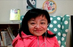 Zoomでのインタビューに応じる伊是名夏子さん