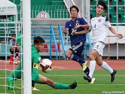 前半9分、U-18日本代表はMF武田英寿(青森山田高)が右足で先制ゴール
