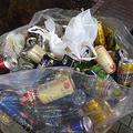 条例で路上飲酒が禁止されたにもかかわらず、酒の空き缶であふれたごみ袋=10月31日夜、東京都渋谷区