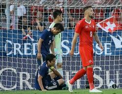 ふたつの失点シーン以外にも、スイスに決定的な場面を幾度も創出された日本守備陣。90分を通して不安定なままだった。 (C) Getty Images