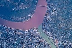 中国メディアは、中国には「死にそうになるくらい臭い河川」が多いというのに、日本では鯉が生息できるほどきれいな用水路もあると伝え、この差は一体なぜ生じるのかと疑問を投げかける記事を掲載した。(イメージ写真提供:123RF)